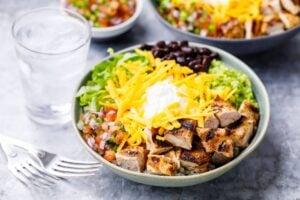 1500 calorie diet on a budget - Chipotle burrito bowl
