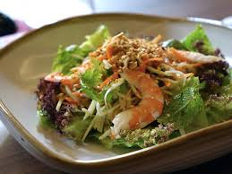 low carb pescatarian meal plan - prawn salad